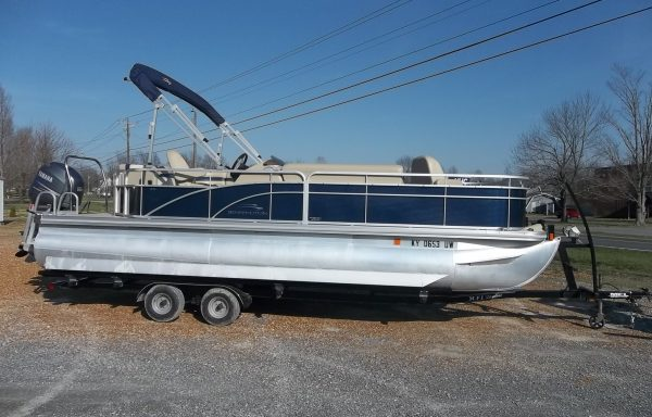 2012 Bennington 24SLX Custom w/ Yamaha F150! This package features partial fishing/pleasure! Perfect for the whole family!