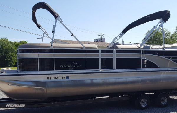 CONSIGNMENT!! Slightly used 2018 Bennington 23GCW Loaded with options with a Yamaha F250 and Custom Hustler Trailer